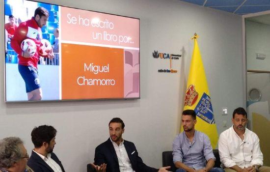 """Presentado el libro de Miguel Chamorro """"Fútbol incierto: reflexiones para el entrenador moderno"""""""