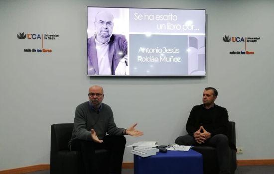 """Presentado el ensayo """"Algo deberá ocurrir"""" de Antonio Jesús Roldán Muñoz"""